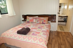 High-quality-queen-mattress-in-the-main-bedroom-and-a-luxury-ensuite-mean-you-ll-be-very-comfortable-in-the-Deluxe-Riverview-Lodges